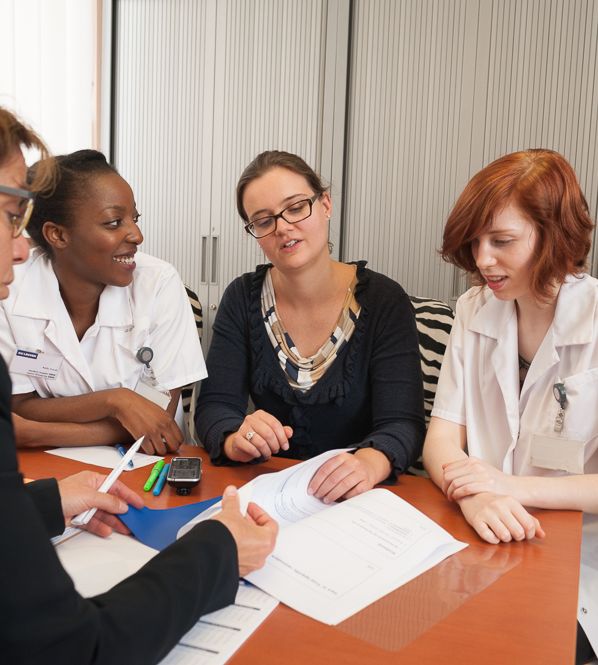 master in het management en het beleid van de gezondheidszorgeen nauwe interactie tussen zorgpraktijk en het beleid en management staan hierbij steeds centraal